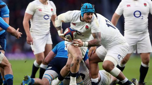 Nowell double helps England past innovative Italy