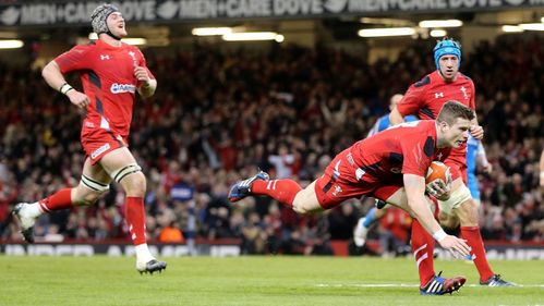Defending champions Wales overpower defiant Italy